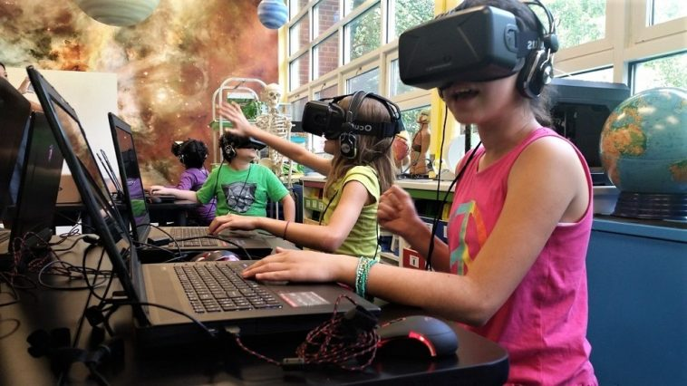 vr-will-carve-our-education-system-the-classrooms-will-not-be-a-boring-place-anymore-2-758x426